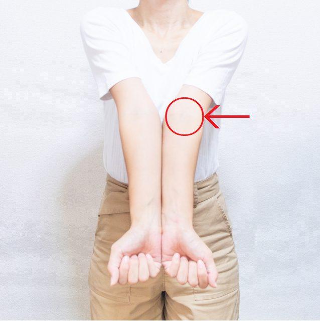 汗で肘の内側がかゆい人に!五分袖インナーシャツがいい!のアイキャッチ画像